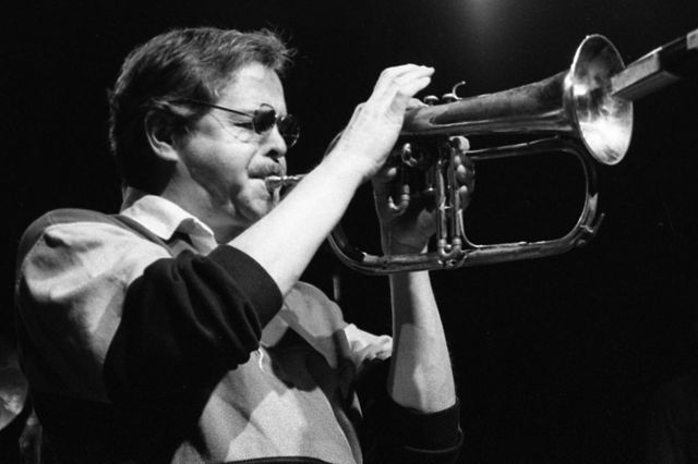 Kenny Wheeler performing with the United Jazz + Rock Ensemble, 1992. Kuva by Krajazz