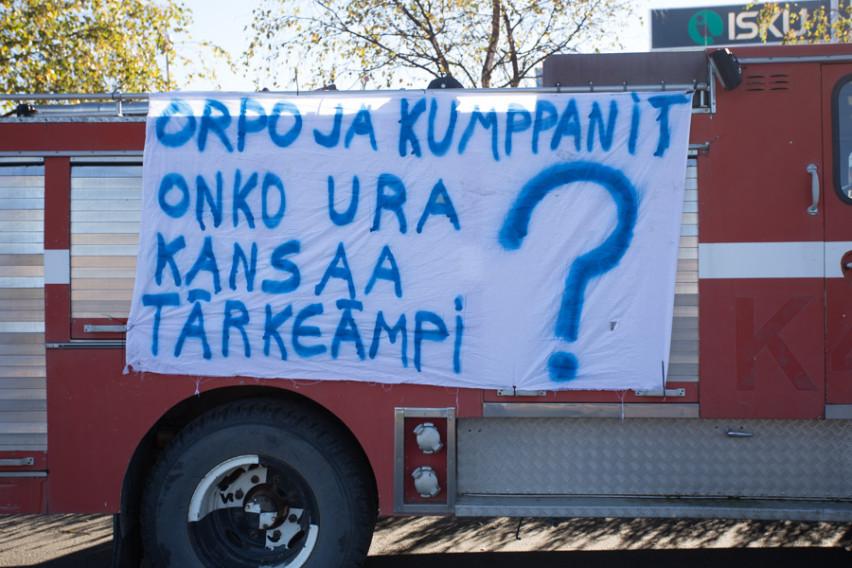 Rajat kiinni -mielenosoitus suuntasi viestinsä myös hallitukselle.