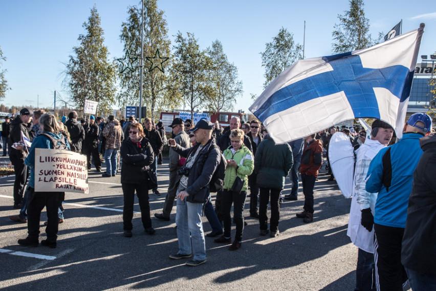 Suomen lippu ei saa jäädä vain kansallismielisten käyttöön.